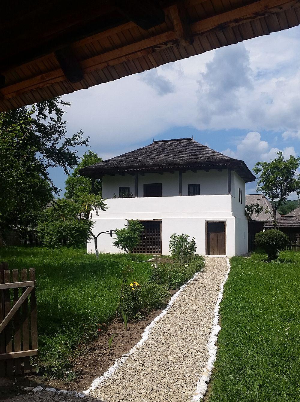 adelaparvu-com-despre-case-traditionale-romanesti-muzeul-viticulturii-si-pomiculturii-golesti-jud-arges-romania-foto-adela-parvu-12
