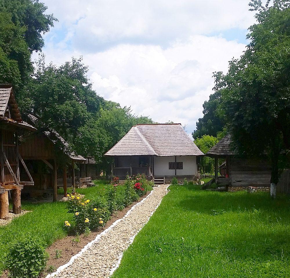 adelaparvu-com-despre-case-traditionale-romanesti-muzeul-viticulturii-si-pomiculturii-golesti-jud-arges-romania-foto-adela-parvu-4