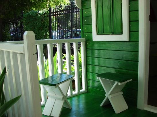 Veranda casutei din lemn pentru copii Clara realizata de Casute Kalman