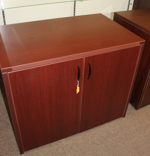 Locking 2 door storage cabinet