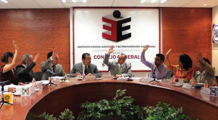 8 oaxaqueños manifiestan intención para candidaturas independientes a diputados locales (01:02 h)