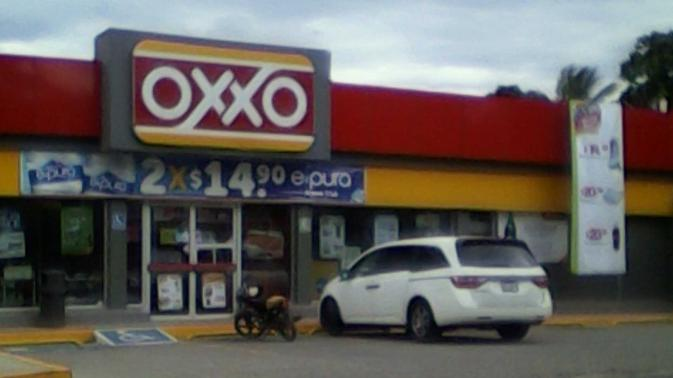 Violento atraco a tienda Oxxo en Salina Cruz (18:36 h)