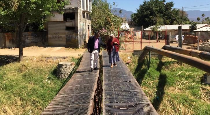 Inicia Dante Montaño colecta para colocar barandal entre las colonias Gómez Sandoval y Aquiles Serdán(17:45 h)