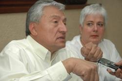 Pablo Arnaud se registra como candidato independiente a la presidencia municipal de Oaxaca (12:44 h)