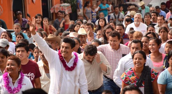 Llama Salomón Jara al PRI, PAN y PRD de abajo, a votar por MORENA (18:05 h)