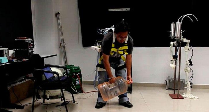 Crean en el IPN exoesqueletos para levantar objetos pesados (12:33 h)