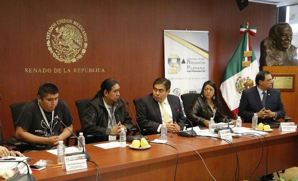 PRD y CNTE se reúnen para analizar propuesta de reforma educativa (21:57 h)