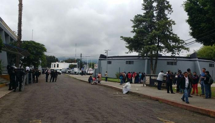 Amagan con quemar a mando en Michoacán (14:30 h)