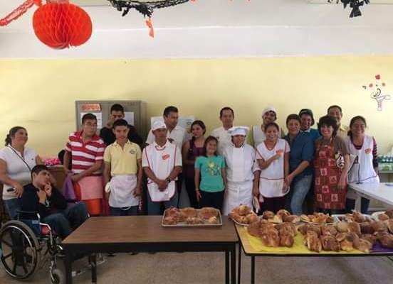 Capacitan IEEPO y RENAPRED-Oaxaca a escolares de los CAM zona escolar 02 en actividades productivas (21:00 h)