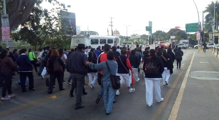 Sin avances trabajadores de salud, bloquearán accesos a la ciudad (21:30 h)