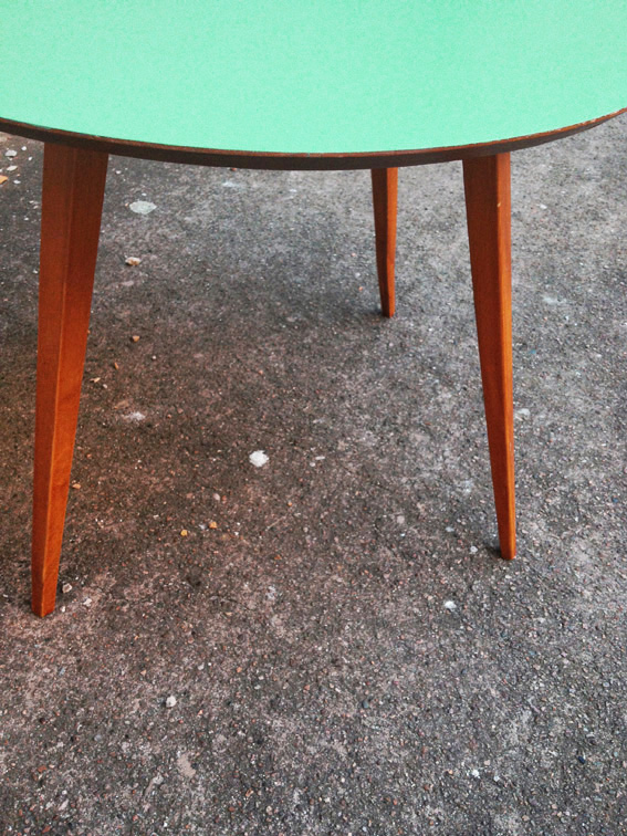 Table Ancienne Repeinte Table Ronde Aquiline | Adopte Un Meuble