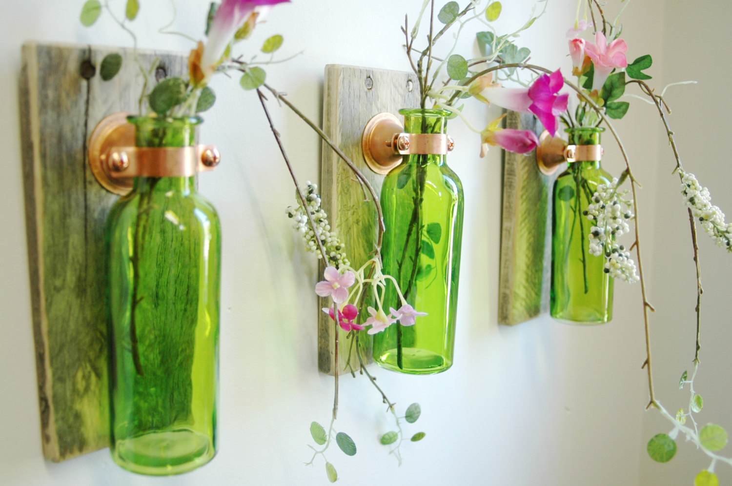Foto Decoration Wall Decoration With Green Bottles