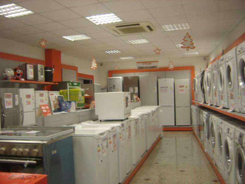arredamenti negozi e supermercati adriamax s a s