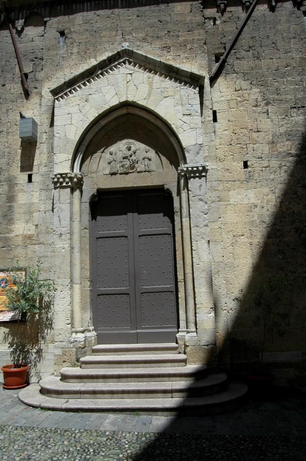 Portale laterale della Chiesa Collegiata di San Siro a Sanremo (IM)
