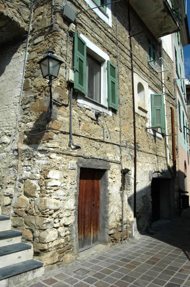 Soldano (IM), in Val Verbone, tra Vallecrosia e Perinaldo, centro storico, part.