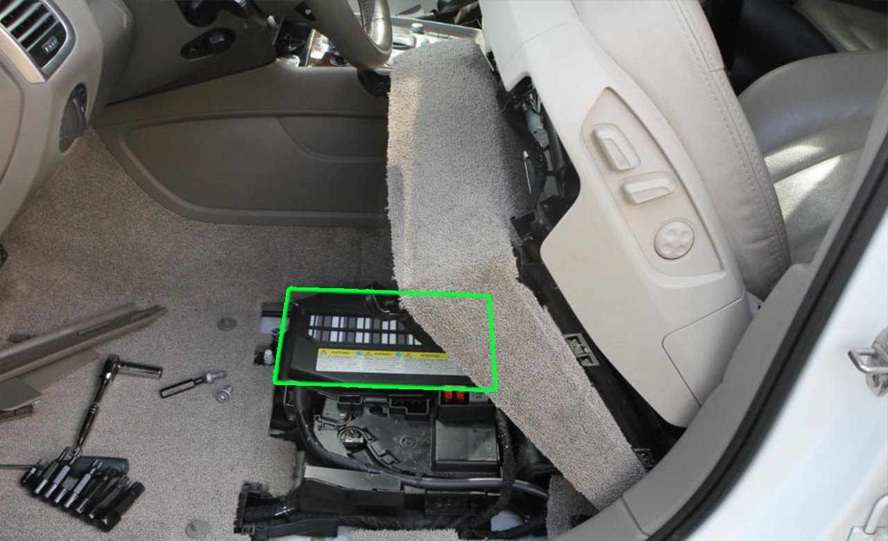 audi a4 fuse box replacement
