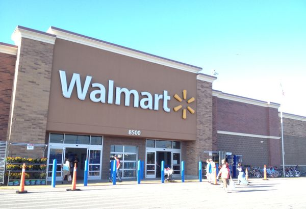 What time does Walmart open on Dec 26? Day-after-Christmas store