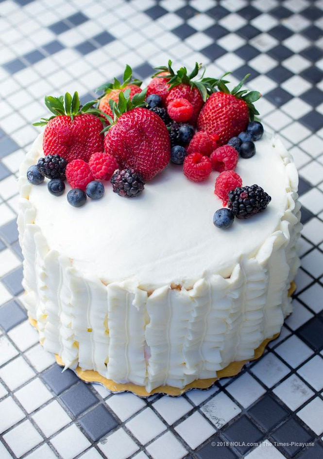 How to make Whole Food\u0027s Berry Chantilly Cake at home - nola
