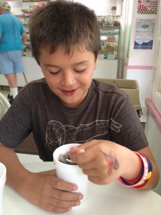 Schneider's Sweet Shop ice balls with cream Bellevue,KY