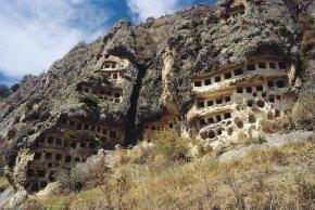 PLas misteriosas ventanillas de Combayo - Destinos Turisticos de Perú