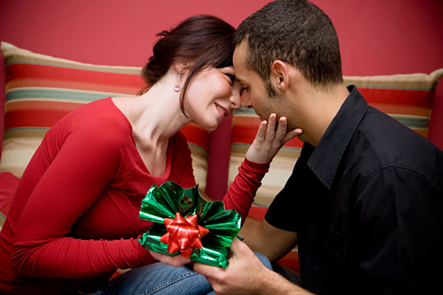 advice.lovedetour.com How Couples Can Avoid Fighting About Money During the Holidays Gifts and Relationship image