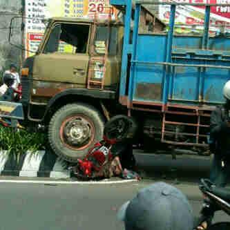 Berita Kecelakaan Berita Harian Kecelakaan Kumpulan Berita Kecelakaan Wp Contentblogsdir8e326907623files201112kecelakaan Maut2jpg