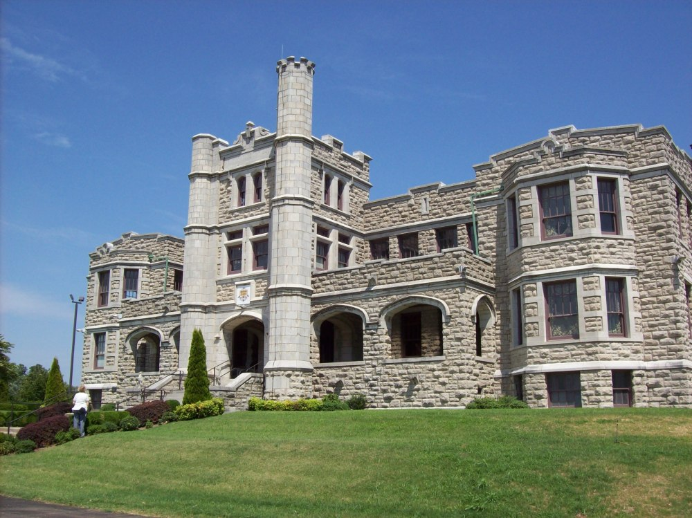 A Castle in the Ozarks (1/6)