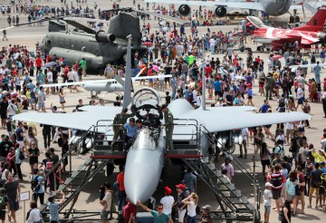 Singapore Airshow 2016 spectacular show crowds-aerobdnews