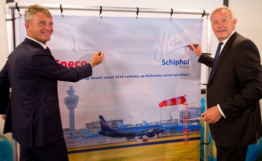 Left to right: Jeroen de Haas, CEO of Eneco Group, and Jos Nijhuis, president and CEO of Royal Schiphol Group #aerobdnews #thenewscompany