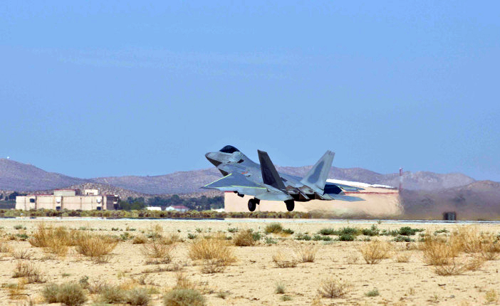 Raptor #4006 takes off for the first time in nearly six years with Steve Rainey, Lockheed Martin F-22 chief test pilot, behind the controls, July 17. (Image: Chad Bellay/Lockheed Martin)