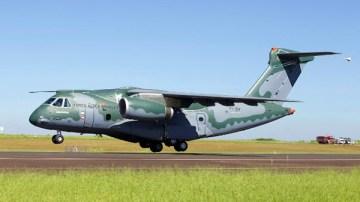 1_KC-390_first-flight1_wp