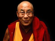 """""""Encorajo todos, qualquer que seja sua formação, a juntar-se a nós e fazer um compromisso pessoal para ajudar a criar um mundo mais feliz."""" -- Dalai Lama, patrono do movimento"""