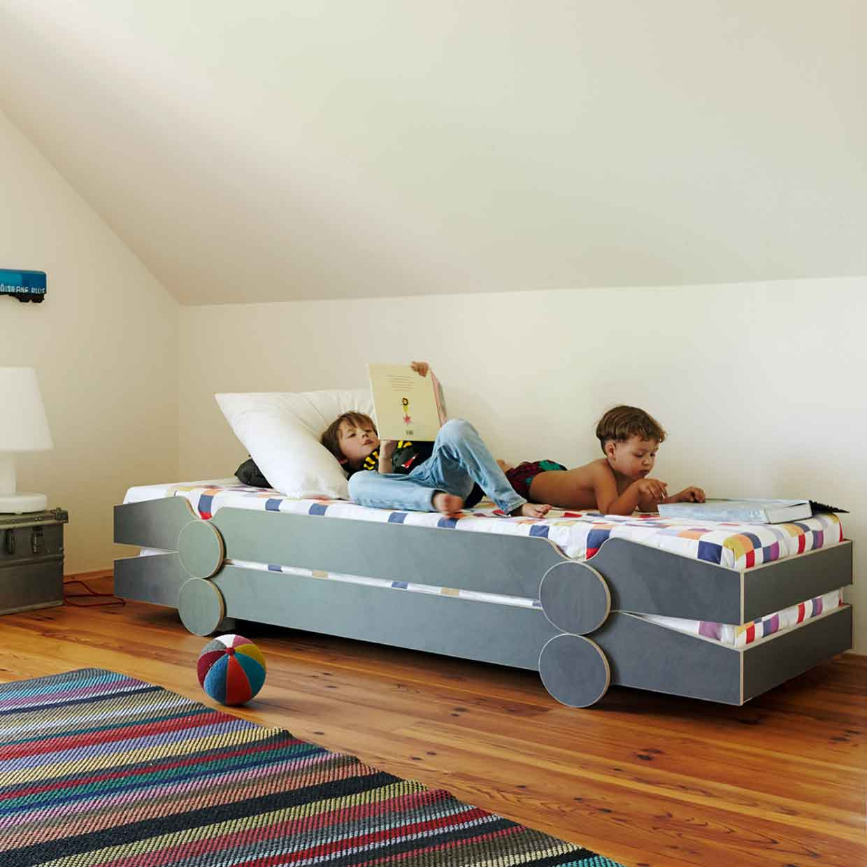 Mobel De Speedoletto Stackable Bed For Children By De Breuyn Möbel 2