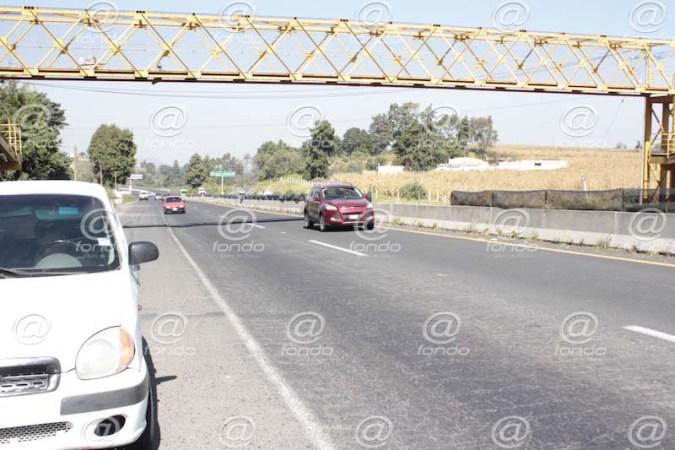 Ponchan llantas a automovilistas para secuestrarlos en carretera del Edomex