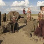 アフリカ文化にヴァレンティノの最新ファッションが溶け込みすぎて見惚れる。
