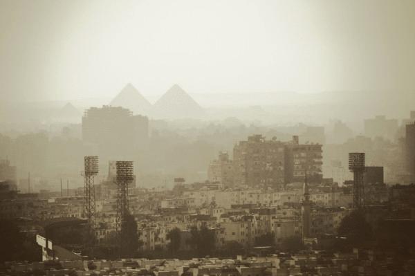 kairo-city-pyramids-egypt-view-smog-pollution