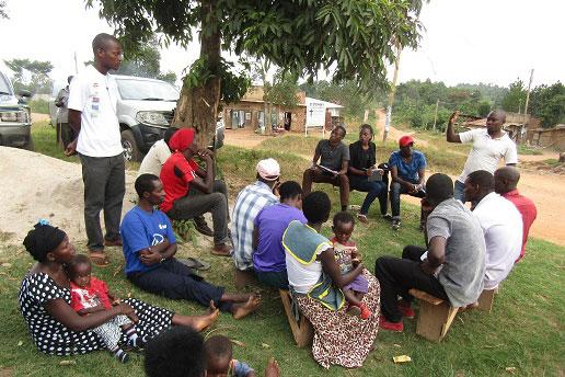 若者たちが課題を話し合い解決策を探る