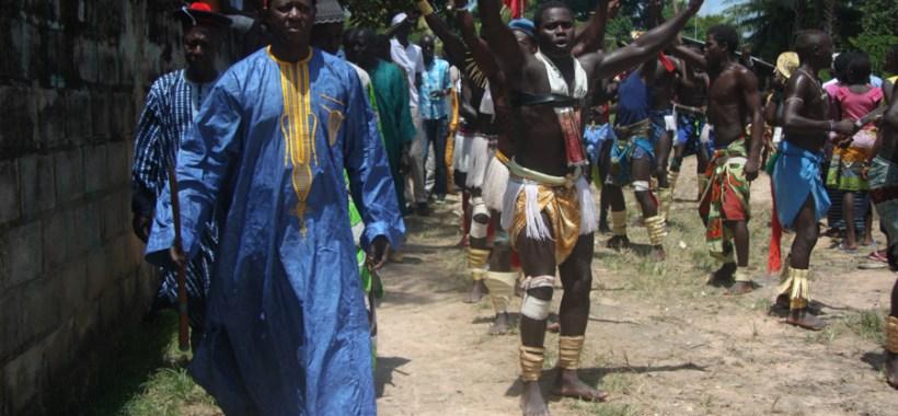 Il Re di Oussouye si reca alla festa
