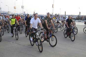 Vêtu d'une combinaison de cycliste