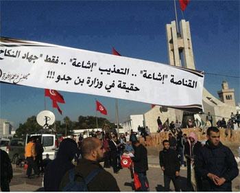 Contrairement aux instructions données par le ministère de l'Intérieur (MI) d'interdire aux organisations illégales de participer aux manifestations
