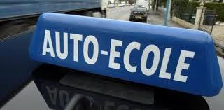 Les propriétaires des auto-écoles à Jendouba ont observé un sit-in le lundi 30 septembre 2013
