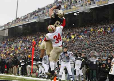 Army's Alejandro Villanueva catches a 7 Yd Pass from quarterback Trent Steelman in its win over VMI at Michie Stadium. (Army photo)