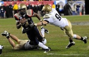 Navy quarterback runs to the one-yard line to set up his own touchdown in the fourth quarter.