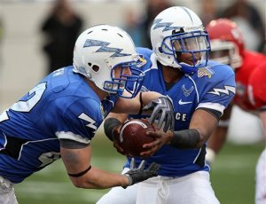 Air Force quarterback Tim Jefferson hands the ball off to running back Jared Tew during the first half of Armed Forces Bowl against Houston in Fort Worth, Texas.  (AP Photo/Tom Pennington)