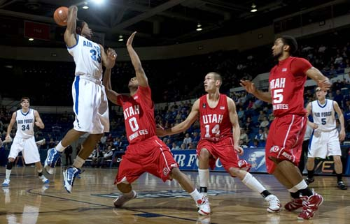 Air Force guard Evan Washington (35) passes to forward Taylor Broekhuis (34) during the Falcons loss to Utah last night in Colorado Springs. (AP Photo/The Gazette, Kevin Kreck)
