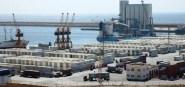 (+فيديو):حارس ليلي يكشف ما تقوم به البواخر التجارية بميناء أكادير، و يطالب بفتح تحقيق