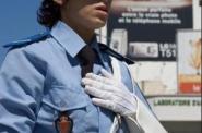 خطير! مهاجر يجر شرطية مرور بسيارته ويكاد يقطع يدها بشارع محمد الخامس