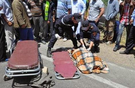 عااجل بأكادير:بسبب عطب في الفرامل شاحنة نقل الفيول تصدم سيارتين وتقتل شخصا وتصيب آخر بجروح