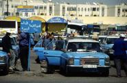 ساحة الطاكسيات بإنزكان: الفوضى بعد الغروب