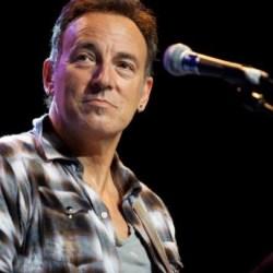 酷新聞:美國搖滾歌手取消演唱會 抗議恐同法案